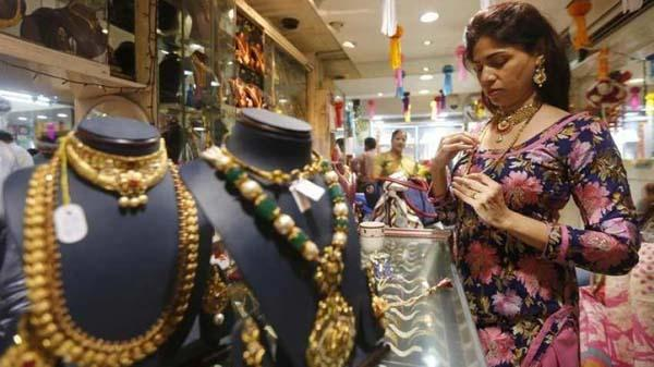 Gold And Silver Prices Fell Today In Futures Market - Sakshi