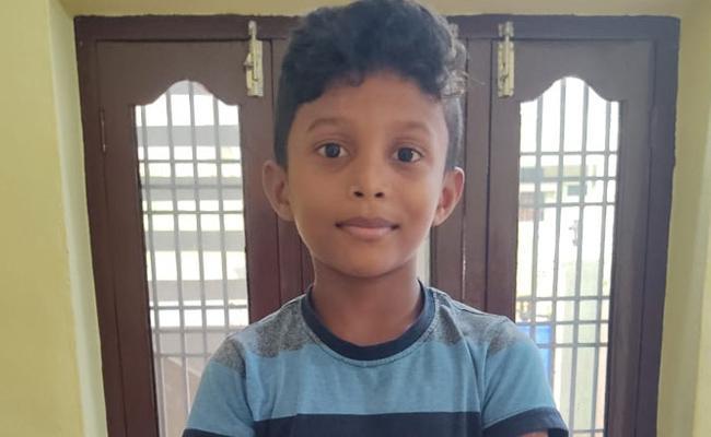 Assailants Kidnap 9 Year Old boy In Mahabubabad - Sakshi