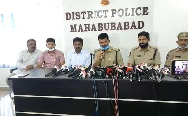 Mahabubabad SP Koti Reddy Press Meet On Dikshit Kidnap Case - Sakshi