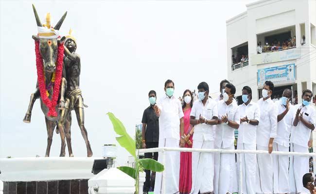 Statue Was Erected At Pudukkottai To Pay Special Homage To Jallikattu - Sakshi