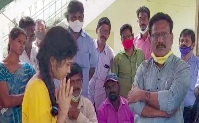 Journalist Leader  Visited Deekshith Reddy Family - Sakshi