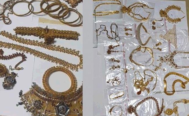 Heavy Gold In The Second Locker Of Former Tahsildar Nagaraj - Sakshi