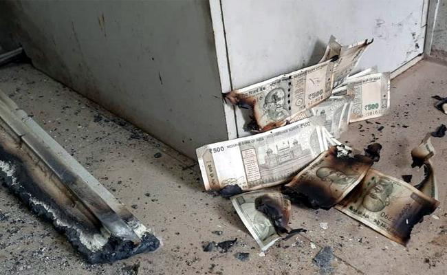 Theft At SBI ATM Center In Sunder Nagar Visakhapatnam - Sakshi