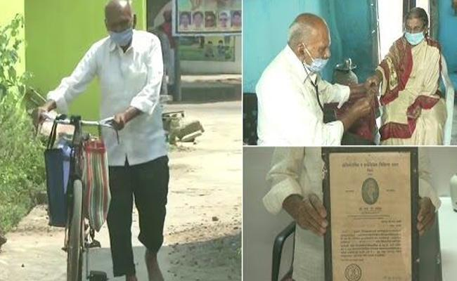 87 old doctor braves Covid-19 to treat villagers in Maharashtra - Sakshi