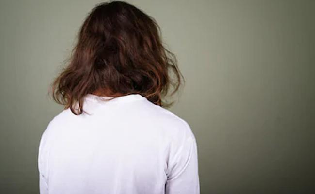 Man Threats Long Hair Persons By Calling Him Self A Police - Sakshi