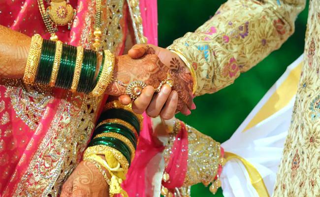 Chandigarh Man Steals Handbag With Rs 3 Lakh Shagun Diamond Ring - Sakshi