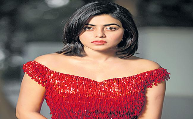 Poorna to play the lead in Kalyanji Gogana's next titled Sundari - Sakshi