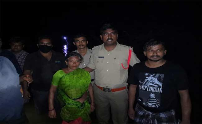 Six Lives Were Saved By Sundupalli SI Bhaktavatsalam - Sakshi