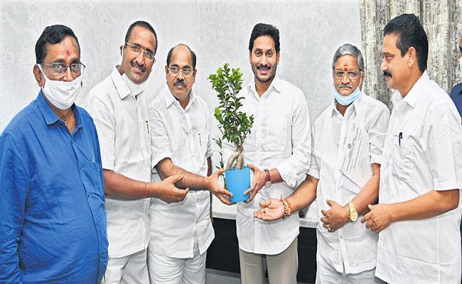 AP NGO representatives met CM YS Jagan - Sakshi