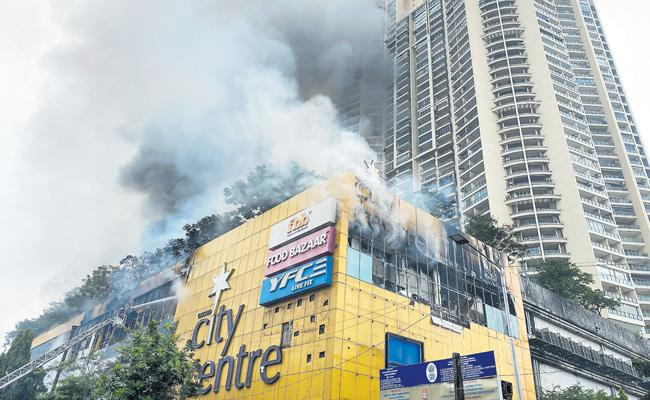 Mumbai City Center mall fire level 3 - Sakshi