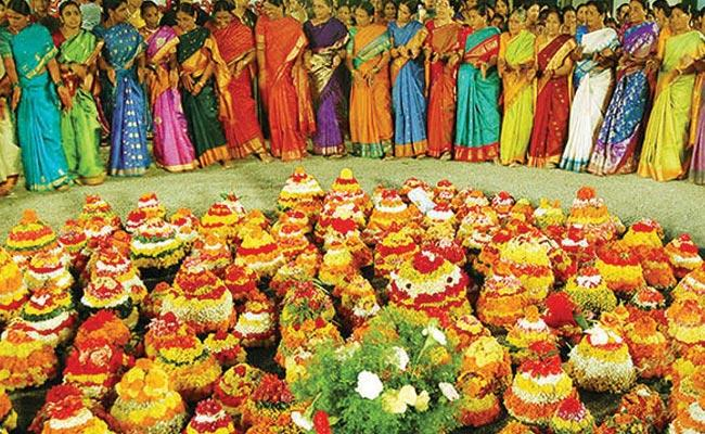 Bathukamma Festival Special Story In Karimnagar District - Sakshi