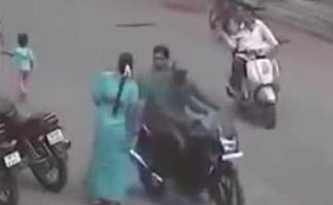 Two Chain Snatching Cases Recorded In Krishna - Sakshi