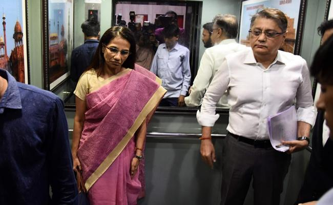 Mumbai court rejects Deepak Kochhar plea seeking post COVID-19 care at private - Sakshi