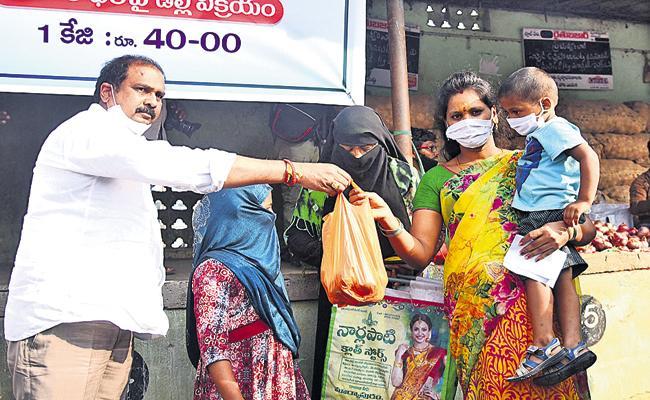 Kursala Kannababu said that onions are being sold at Rs 40 per kg on subsidy at Rythu Bazaars - Sakshi