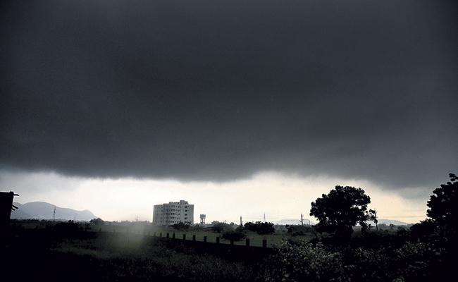 Southwest monsoon will leave the Telugu states on 26th October - Sakshi