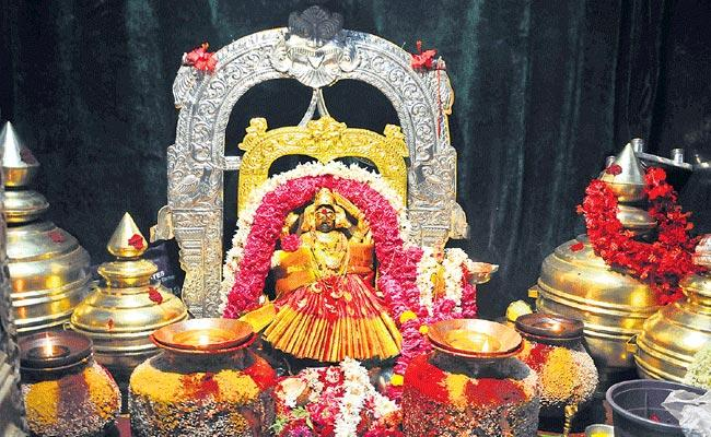 Pydithalli Ammavaru Utsavalu Starts In Vizianagaram - Sakshi