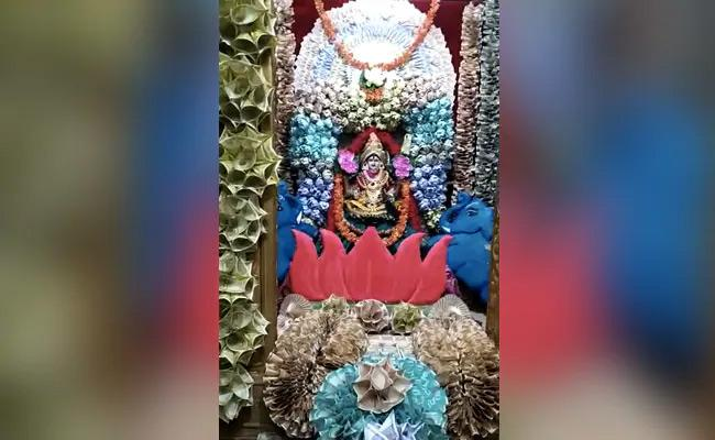 1-Crorer Currency Note Flowers Offered To Telangana Goddess - Sakshi