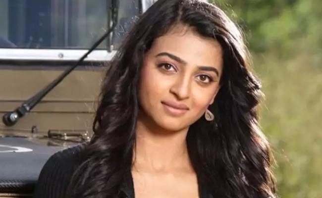 Radhika Apte Says She Got Married For A Visa - Sakshi