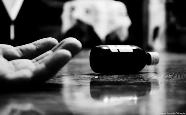 Love Couple Committed Suicide Attempt At Madanapalle - Sakshi