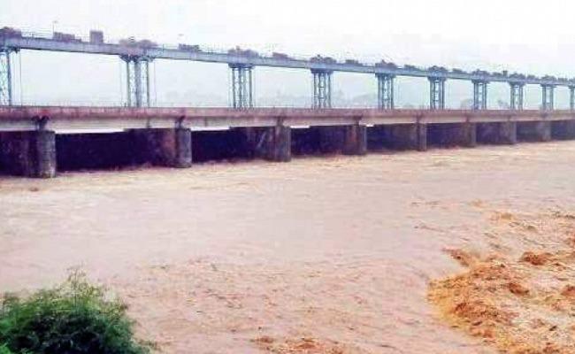 CM YS Jagan Took Initiative To Solve On Neradi Barrage Disputes - Sakshi