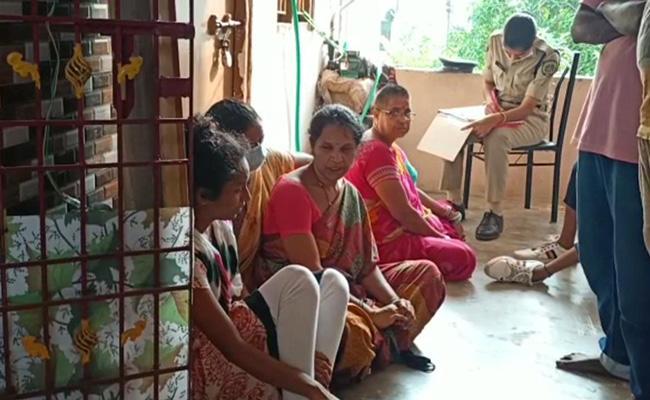 Man Deceased By His Mother At Visakhapatnam - Sakshi