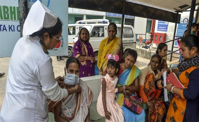 In Last 24 Hours 837 Corona Positive Cases Reported In Telangana - Sakshi