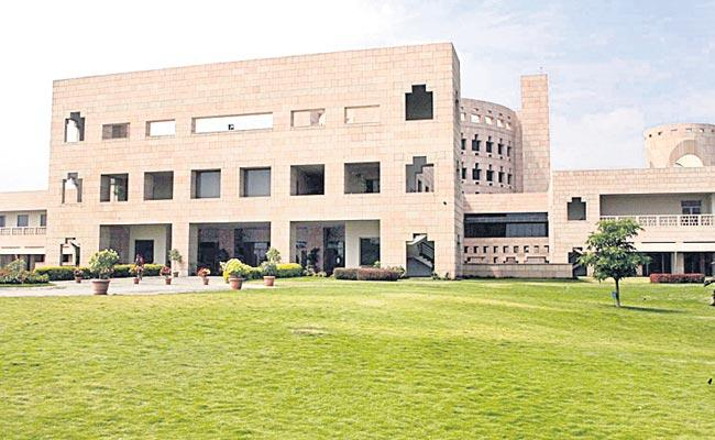 Indian School of Business Programme Ranked First in India - Sakshi