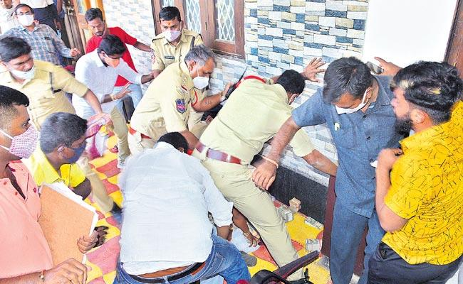 Police Recovers Money From BJP Candidate Relative Over Dubbaka Bypoll - Sakshi