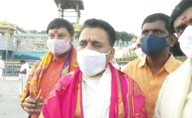 BJP National Secretary Sunil Deodhar Visited Tirumala Srivari Temple - Sakshi