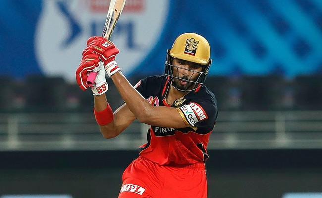 RCB Set 165 Runs Target For Mumbai Indians  - Sakshi