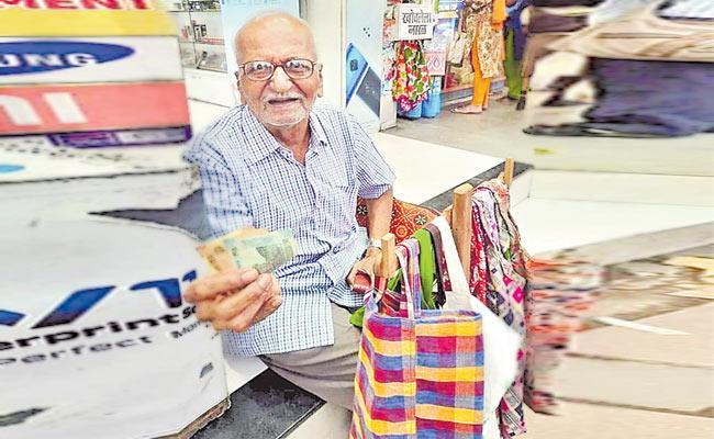 Uncle Joshi Cloth Bags Selling Elderly Man From Mumbai - Sakshi