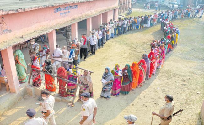 Bihar records 54.26 percent polling in first phase elections - Sakshi