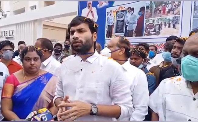YSRCP Leader Devineni Avinash Fires On TDP Leaders - Sakshi