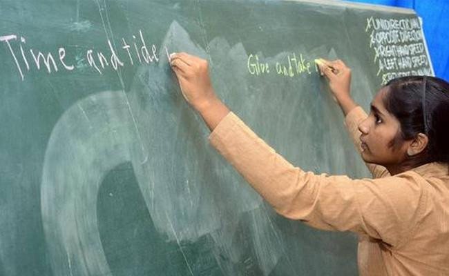 Video About Girl Writing With Two Hands Avadhanakala - Sakshi
