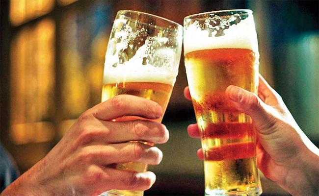 Huge Liquor sales during Dussehra festival - Sakshi