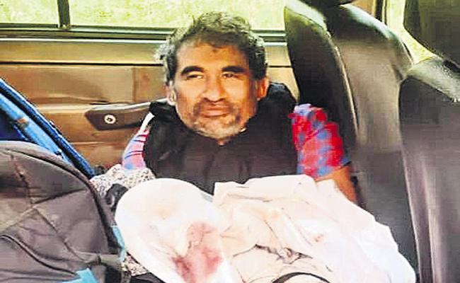 Anantapur Police Rescued Dentist Kidnapped In Hyderabad - Sakshi