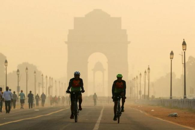 New Law on Air Pollution in Delhi NCR Says 5 Years in Prison 1 Crore Fine - Sakshi