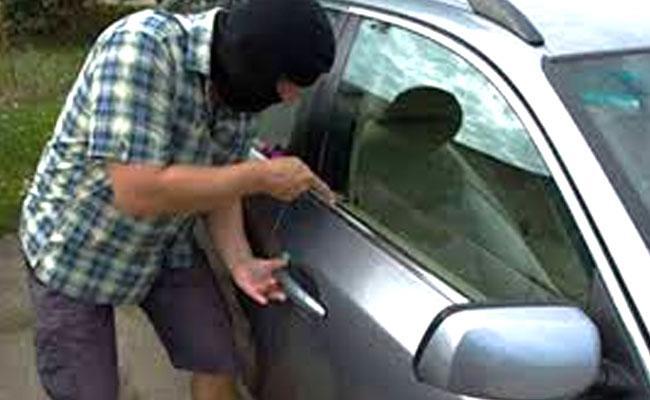 Man Arrested For Thefting Car After Selling In Noida - Sakshi