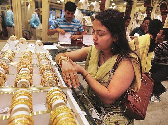 Gold Prices Today Fall For Second Day - Sakshi