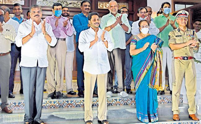 Andhra Pradesh Claps For Ward, Village Volunteers - Sakshi