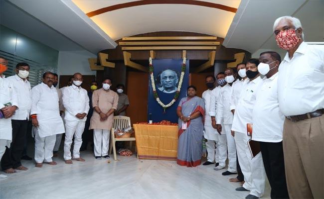 Vallabhbhai Patel Jayanti Celebrations At Telangana BJP Office - Sakshi