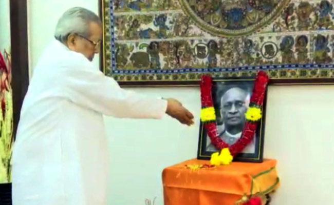 Ap  Governor Biswabhusan Harichandan  Pays Tribute To Patel - Sakshi