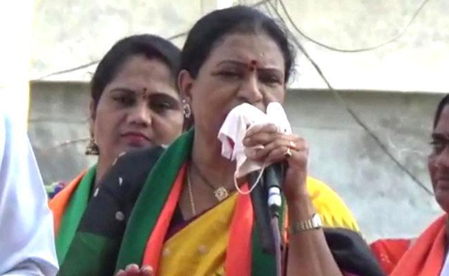 BJP Leader DK Aruna Slams TRS In Dubbaka - Sakshi