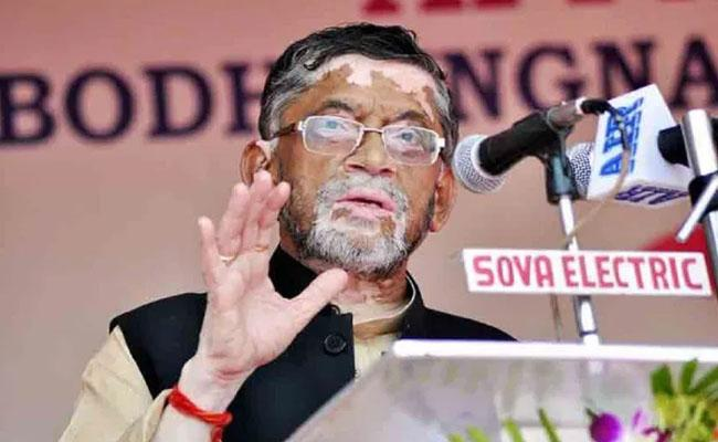 Labour Minister Santosh Gangwar wife 6 family members corona positive - Sakshi
