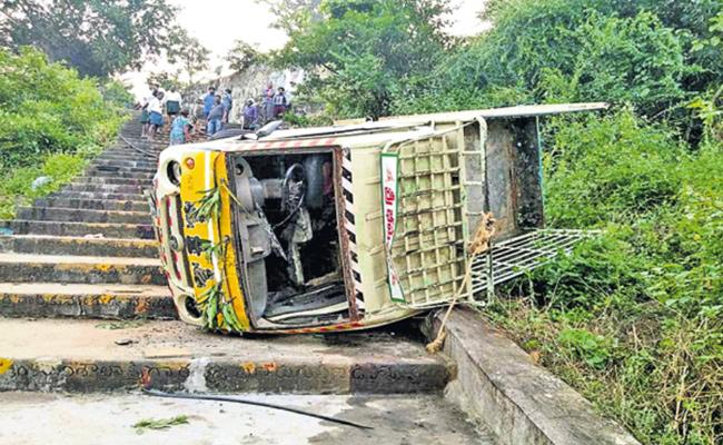 Seven People Deceased In Road Accident - Sakshi