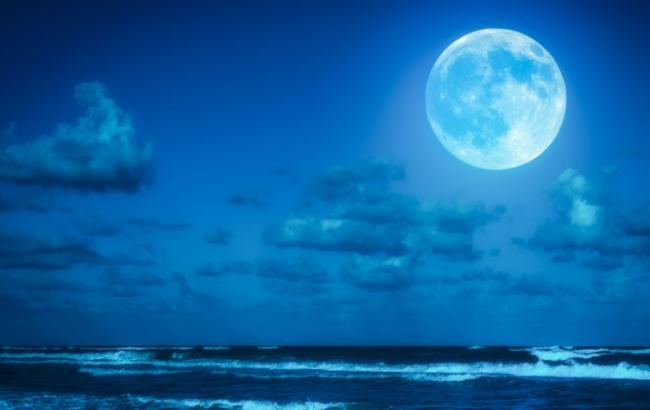 Blue Moon Rises Tonight You Need to Know About It - Sakshi
