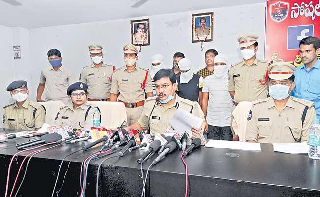 Fake Facebook Account Creators Gand Arrested By Nalgonda Police - Sakshi