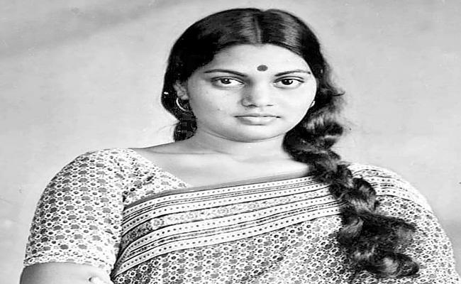KS Manikandan to direct Silk Smitha biopic - Sakshi