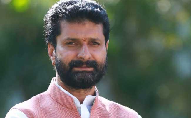 Karnataka Minister CT Ravi quits From Cabinet - Sakshi