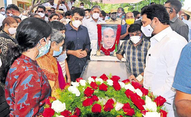 CM YS Jagan Mohan Reddy Father In Law Dr EC Gangi Reddy Passes Away - Sakshi